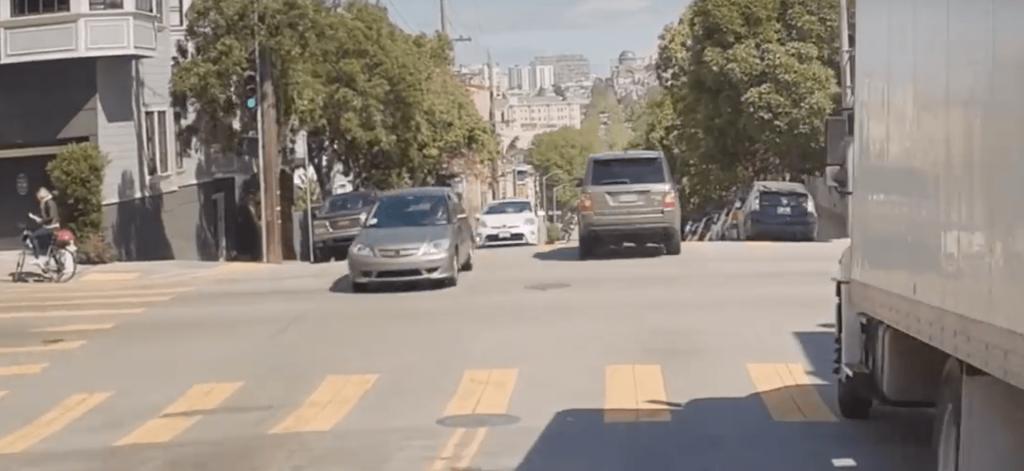 aider-les-vehicules-autonomes-a-voir-dans-les-virages